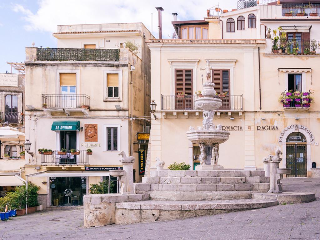 taormina, sicily   curatedlifestudio.com