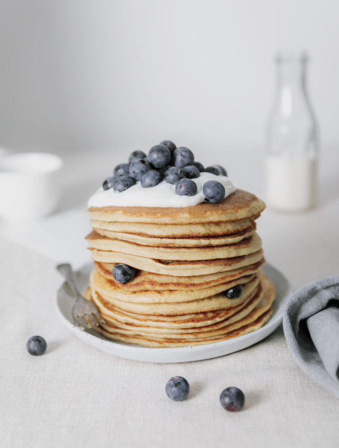 easy pancake recipe, vegan | curatedlifestudio.com