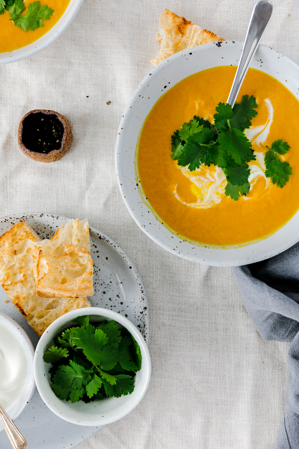 Curried spices, creamy and completely delicious; this vegan Carrot & Ginger Soup with Coconut Milk is perfect for a healing and soothing dinner!