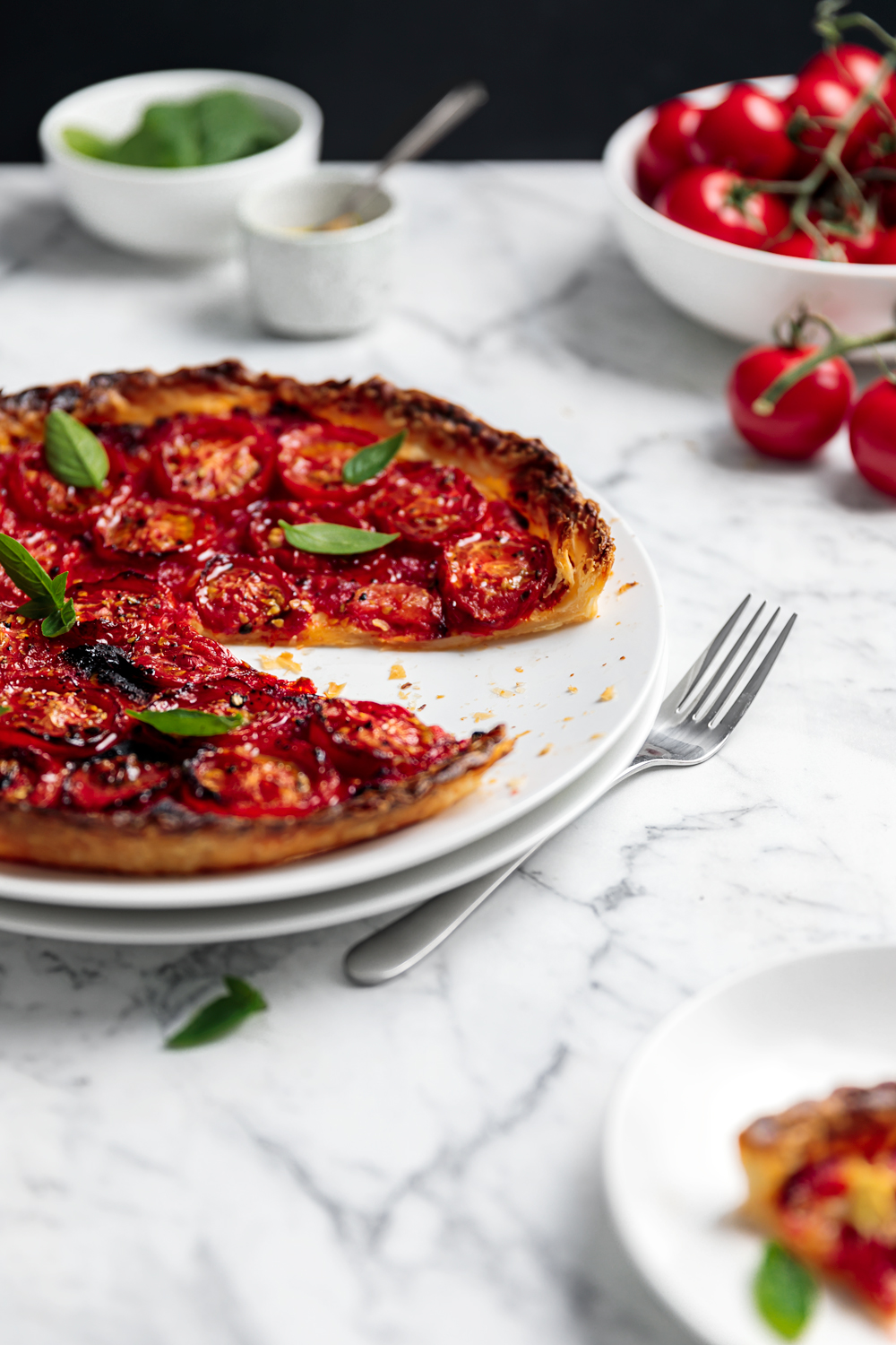 With a dollop of dijon mustard, this easy Tomato Tart with Puff Pastry is our go to for lunches & dinners. Eggfree and Dairy-free the recipe is also vegan!