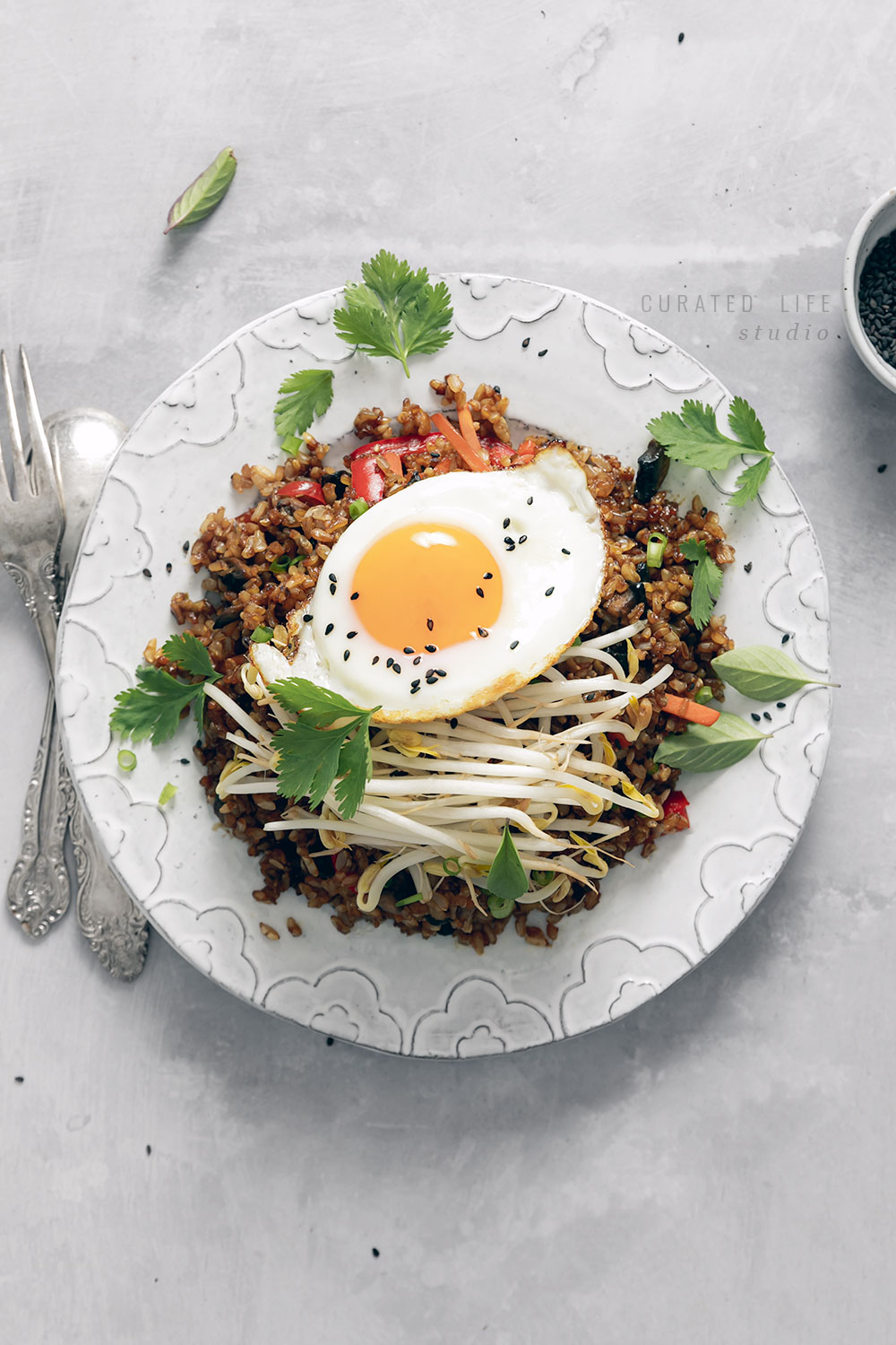 Packed with vegetables, this healthy Brown Rice Fried Rice is easy to prepare making it a perfect vegetarian weeknight meal! Gluten Free + easily adaptable to be vegan.  #fried #rice #recipe #vegetarian #vegan #gluten-free #easy #egg #vegetable #veggie #how-to-make #homemade